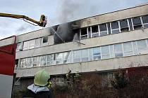 V Rožnově pod Radhoštěm došlo k rozsáhlému požáru firmy na výrobu elektroniky a kanceláří hotelovém objektu.