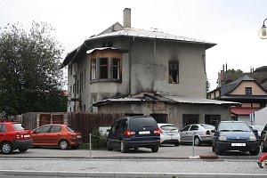Hasiči zachránili z hořícího objektu čtyři osoby