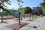 Ve Valašském Meziříčí finišuje regenerace sídlišť Křižná a Vyhlídka. Místním lidem už slouží nová hřiště, venkovní posilovna, parkoviště či chodníky.