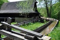 Vodní náhon v areálu Mlýnské doliny ve Valašském muzeu v přírodě v Rožnově pod Radhoštěm.