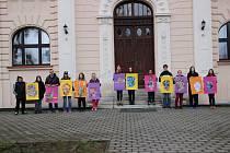 Studenti z Valašského Meziříčí se zapojili do soutěže Máš umělecké střevo? projektem Slovo je umění, umění je znak a znak je slovo.
