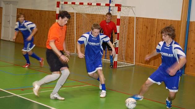 Na novoročním turnaji v Dolní Bečvě se představilo deset týmů.