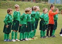 V Hrachovci se dohrávalo poslední kolo starší přípravky skupiny B a domácí tým přivítal Zašovou (zelené dresy). V zápase padlo osm branek a soupeři se rozešli smírně 4:4.
