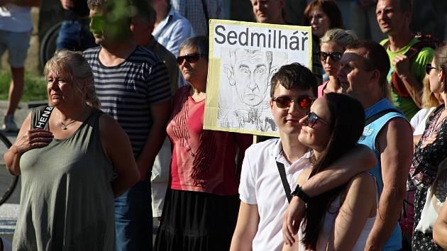 Demonstrace proti vládě Andreje Babiše na náměstí Svobody ve Vsetíně - 11. 6. 2019