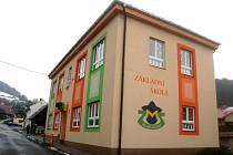 Budova Základní a Mateřské školy v Janové.