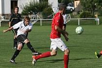 V utkání 1. B třídy Zašová (bílé dresy) porazila Lidččko těsně 1:0.