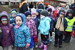 Mikuláši a čerti v tradičních maskách si dali dostaveníčko 3. prosince 2018 v centru Vsetína. Konal se tu Mikulášský den.