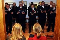 V informačním centru Zvonice na Soláni v Karolince vystoupil v sobotu 8. ledna odpoledne mužský sbor Řádu svatého Huberta ze Zábřehu na Moravě.