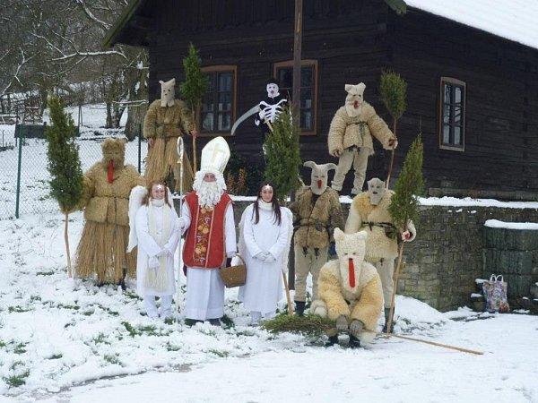 Čertovská družina vNedašově.