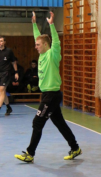 Extraligoví házenkáři Zubří (v červeném) v sobotu v rámci 12. kola v rožnovském azylu porazili Jičín 28:22.