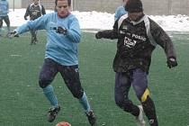 Záložník FC Vsetína Petr Novosad (vlevo).