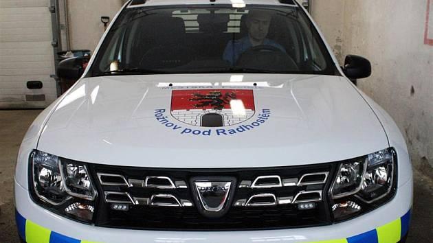 Strážníci Městské policie v Rožnově pod Radhoštěm získali 10. února 2015 nový služební vůz Dacia Duster.