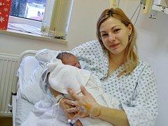 Třiadvacetiletá Aneta Horáková z Karolinky byla první rodičkou ve vsetínské porodnici v roce 2014. Druhého ledna v 1:34 hodin ráno přivedla na svět syna Maxmiliána Klímu. Po porodu vážil 3300 gramů
