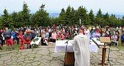 Horu Radhošť vzaly útokem tisíce poutníků.Cyrilometodějská pouť má svou tradici od šedesátých let minulého století. I letos se na ni vydaly tisíce poutníků. V Kapli svatého Cyrila a Metoděje se ve středu 5. července konaly tři bohoslužby.