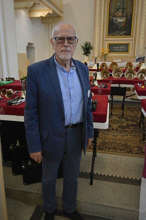 Zvonky dobré zprávy. 10. výročí vzniku oslavil netradiční hudební soubor koncertem v kostele v Ratiboři 17. července 2021. Prezident spolku Josef Čáp.