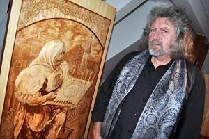 Řezbář Ladislav Bělunek ze Zubří.
