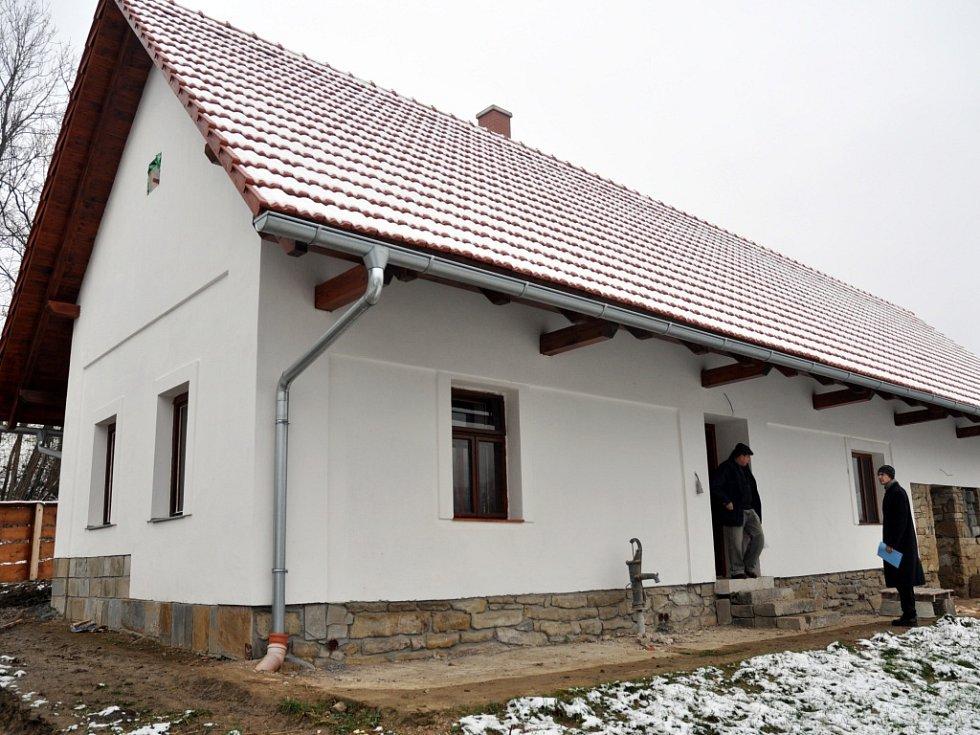 Opravený rodný dům kardinála Štěpána Trochty ve Francově Lhotě, úterý 2. prosince 2014.