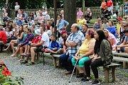 Na jednadvacátý ročník mezinárodního setkání neprofesionálních řezbářů s názvem Hejův nožík se v sobotu 7. července 2018 sjelo do rožnovského skanzenu pětadvacet umělců. Návštěvníky potěšilo také vystoupení maďarského souboru Béri Balogh Ádám.