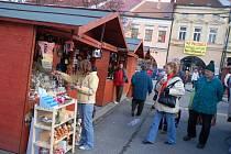 Na náměstí ve Valašském Meziříčí začal 1. prosince velký Vánoční jarmark. Náměstí lemují stánky, připraven je bohatý program. Jarmark potrvá až do 23. prosince