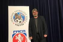 Zkušený 56letý funkcionář Stanislav Volek šéfuje kopané na Vsetínsku a je předsedou Komiserozhodčích Zlínského KFS.
