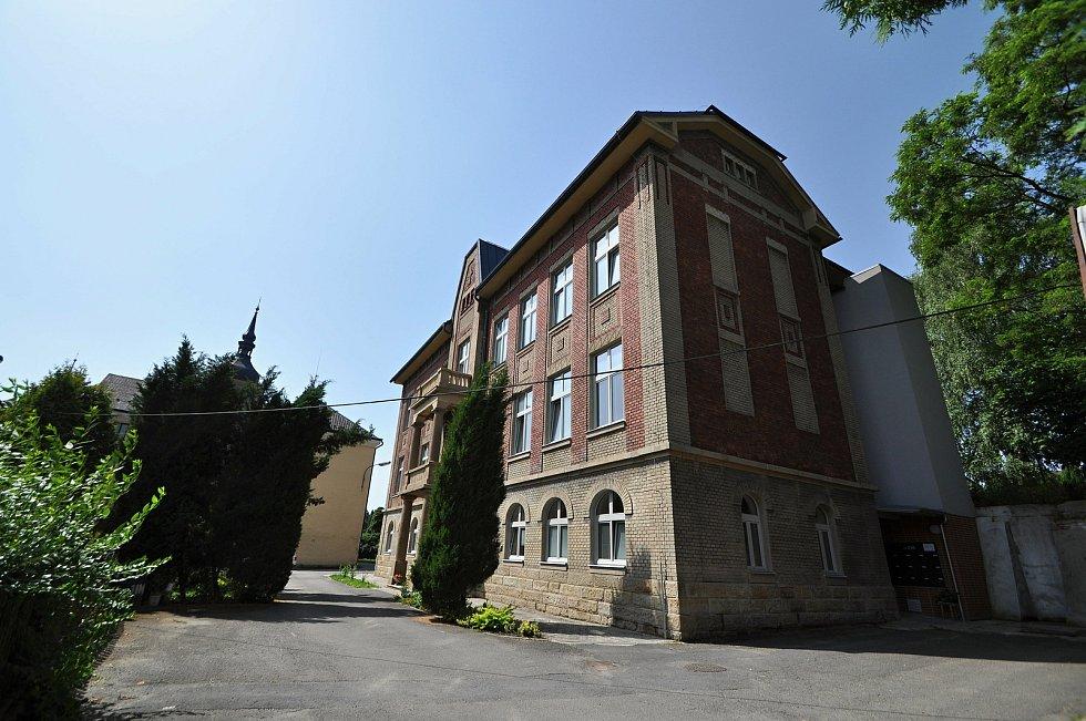 Zašová - budova bývalé školy a domova pro osoby se zdravotním postižením v areálu zašovského kláštera se proměnila v Komunitní dům seniorů.