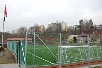 Fotbalové hřiště s umělým trávníkem třetí generace chybí osvětlení. Ve Vsetíně se tedy pokusí získat další dotaci, za kterou by se osvětlení vybudovalo.