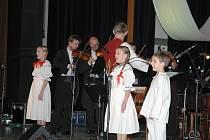 Kulturní sezonu roku 2016 zahájil v neděli ve Vsetíně novoroční koncert pěveckých a instrumentálních sólistů Valašského orchestru lidových nástrojů.