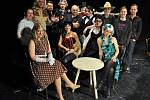 Herci vsetínského Divadla v Lidovém domě připravují premiéru hry Jiřího Brdečky Limonádový Joe. Premiéra se uskuteční v sobotu 21. března 2015 v 19 hodin.