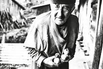 Snímek z cyklu Sami na samotách, který v Informačním centru Zvonice na Soláni vystavuje vsetínský fotograf Robert Goláň.