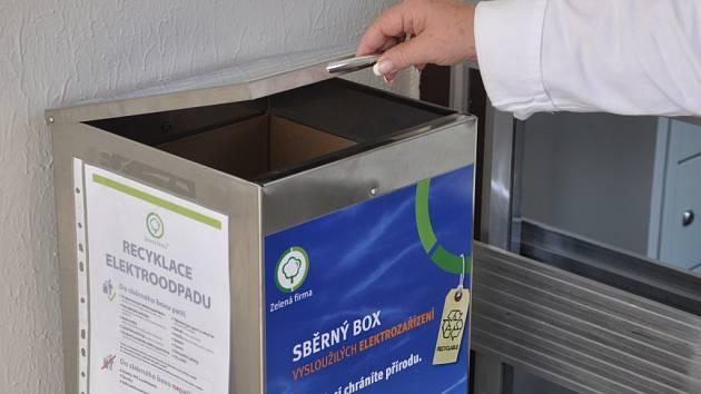 Dvojici sběrných boxů na drobný eletroodpad mohou využít i pacienti, návštěvníci a zaměstnanci nemocnice ve Vsetíně