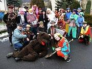 Tradiční pochovávání basy na končinovém plese v Hovězí; sobota 6. února 2016