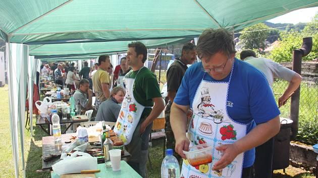 Obec Ratiboř pořádala v sobotu (23. května) v areálu Hasičského domu již 8. ročník soutěže o nejlepší guláš aneb festival o gulášového krále.