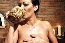 V pondělí navštívila Rožnovské pivní lázně a na vlastní kůži vyzkoušela nabízené služby také modelka Agáta Hanychová.