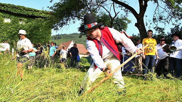 Jubilejní patnáctý ročník Veliké ceny Valašska v sečení kosú přivítal v sobotu 2. června sekáče ze Semetína i okolí. Soutěžící zápolili ve třech kategoriích, ale užívali si především zábavu.