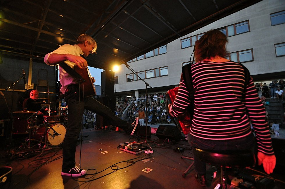 Vsetínské hudební trio Žamboši koncertuje v pátek 23. července 2021 na benefičním festivalu Vsetín hraje Jižní Moravě na Dolním náměstí ve Vsetíně.