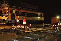 V noci ze soboty (19. července) na neděli byla ve Vsetíně provedena montáž konstrukce zastřešení podchodu na straně sídliště Rybníky.