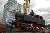 Historická lokomotiva od vlakového nádraží ve Vsetíně se v sobotu 14. listopadu 2015 přestěhovala do Brna. Stěhování parní lokomotivy vyrobené v roce 1949 sledovaly desítky Vsetíňanů.