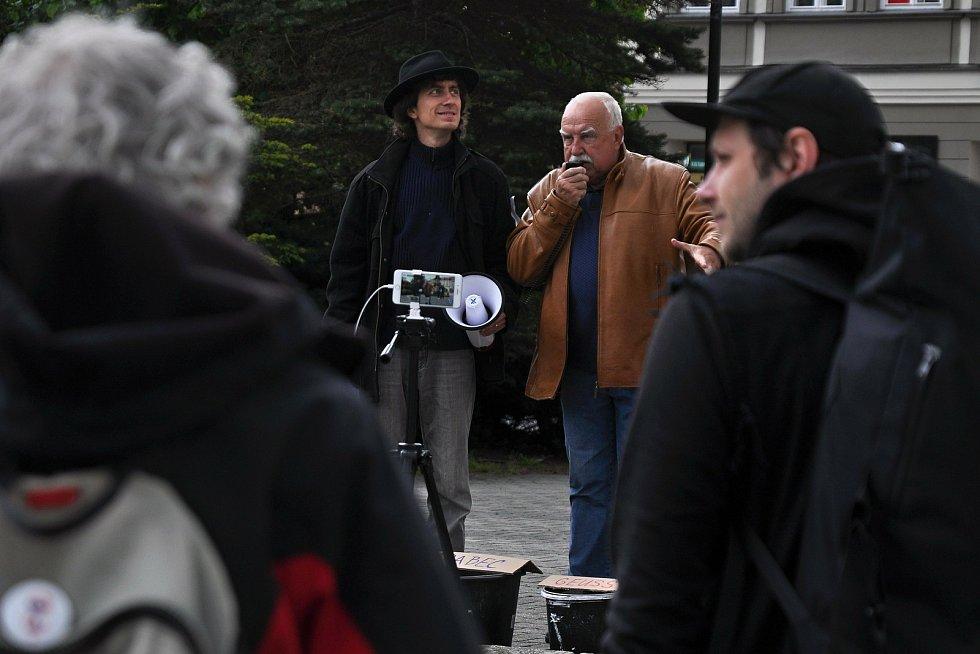 Na náměstí ve Valašském Meziříčí se v neděli 23. května 2021 uskutečnila další demonstrace ze řeku Bečvu bez jedů. Na náměstí ve Valašském Meziříčí se v neděli 23. května 2021 uskutečnila další demonstrace ze řeku Bečvu bez jedů. Na snímku hlavní organizá