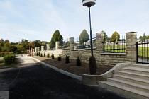 Ve Francově Lhotě zrekonstruovali hřbitovní zeď.