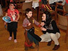 Princezny, kovbojové, čerti i Spidermani zaplnili v sobotu 6. ledna 2018 velký sál Domu kultury ve Vsetíně. Konal se tu tradiční tříkrálový karneval. Tentokrát se Čtyřlístkem.