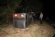 Speciální odchytová klec, kterou pracovníci Agentury ochrany přírody a krajiny ČR umístili v Beskydech, a s jejíž pomocí odchytili medvědici, která se pohybuje v oblasti Lysé hory.
