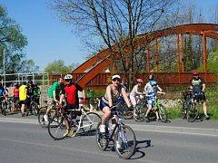 Loni se mezi dubnem a srpnem projelo po stezce na sto osmdesát tisíc cyklistů.