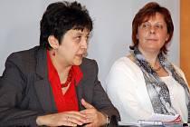 Džamila Stehlíková (vlevo).