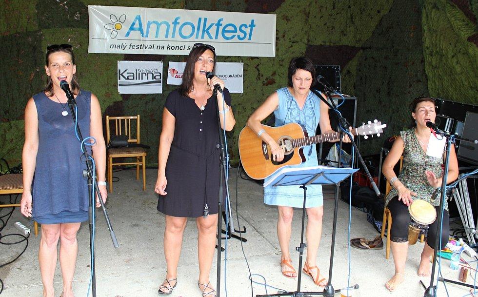 Třiadvacátý ročník Malého festivalu na konci světa s názvem Amfolkfest se uskutečnil v sobotu 28. července v osadě Pulčín. Ze Vsetína přijelo dámské kvarteto Spolek vdolek.
