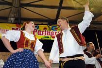 Valašský soubor písní a tanců Bača z Valašského Meziříčí vystupuje v neděli 7. dubna 2019 na Festivalu kultur partnerských měst v hale Rondo v polském městě Konin.