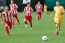 Fotbalisté Velkých Karlovic (žluté dresy) porazili Brumov (2:1) a v dalším kole Poháru FAČR vyzvou doma Zlín.