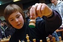 V Karolince se ve středu 13. ledna uskutečnil třetí turnaj třetího ročníku Grand prix školní mládeže v šachu pro region Vsetín. Jedním z šachistů byl i dvanáctiletý Áron Fojtů ze Vsetína (na snímku)