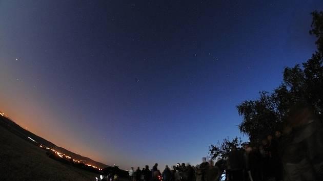 Večerní pozorování oblohy ve Fryštáku na Zlínsku.