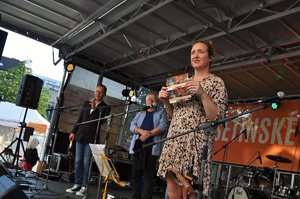 Herci Divadla v Lidovém domě draží v pátek 23. července 2021 na benefičním festivalu Vsetín hraje Jižní Moravě na Dolním náměstí ve Vsetíně vstupenky na festival Valašské letokruhy.