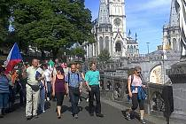 Věřící z Valašska navštívili ve dnech 8. – 16. května 2015 poutní místa ve Francii. Z Lurd si do Lužné přivezli sošku Panny Marie. Bude uložená v plánované nové kapličce.
